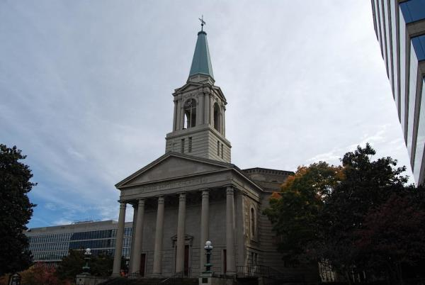 Front Columns and tower of First Baptist Church in Knoxville, TN