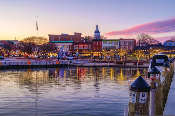 city dock of Annapolis, Maryland during holiday season