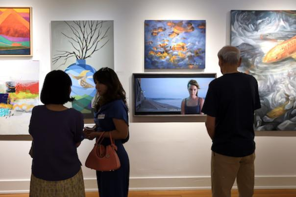 art gallery feature