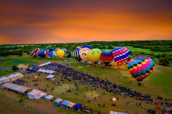 Balloons Over Horseshoe Bay Resort 2015. Courtesy of Joe Purvis, full usage.