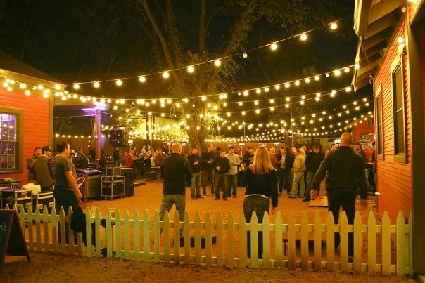 EXPIRED Banger's Bar, Photo Credit Austin Convention & Visitors Bureau. 72dpi