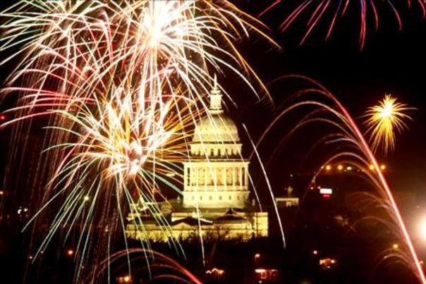 4th of July Fireworks at the Capitol. Courtesy of Do512.