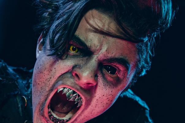 Image of a man with metal teeth as one of the frightening images of the Haunted Hotel