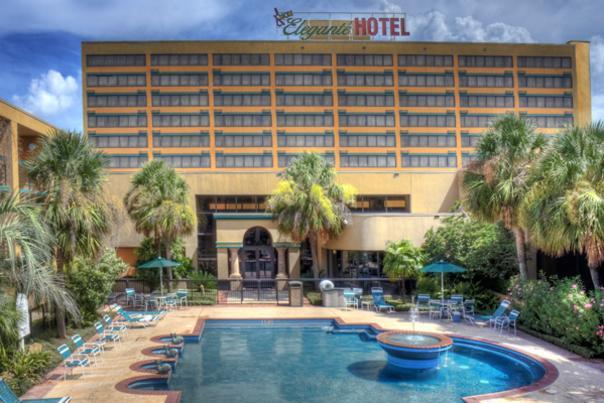 MCM Elegante Hotel Pool
