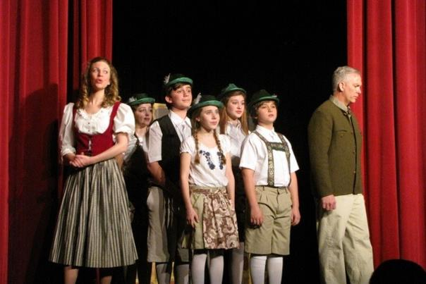 Cast of Sound of Music performing