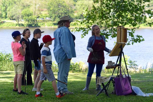 Artist Alison Menke during the Bucks County Plein Art Festival
