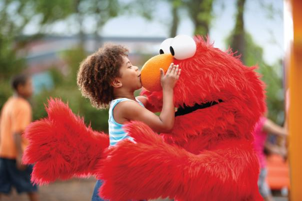 Elmo kiss at Sesame Place