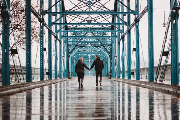 Couple on Walnut Street Bridge_Century Photographs
