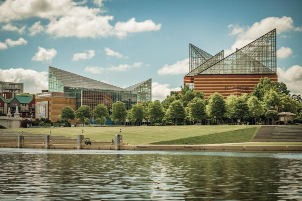 Chattanooga Riverfront and Tennessee Aquarium