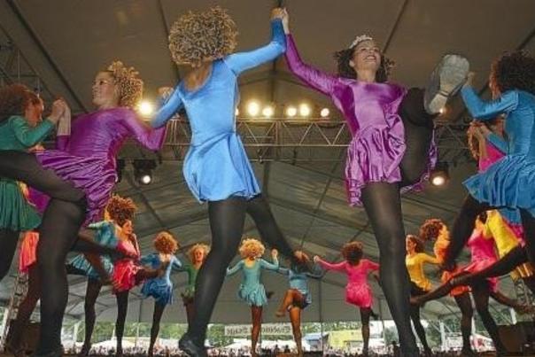 DIF dancers