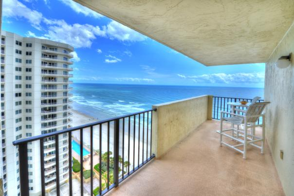 A beautiful view of the beach from a Daytona Beach oceanfront hotel