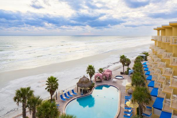 An inviting view of the Daytona Beach Shores' coastline