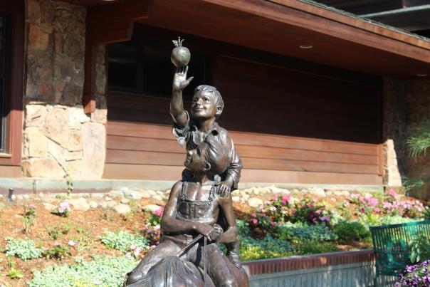 Statue Header