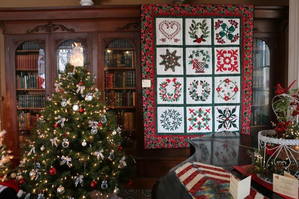 2015-granger-homestead-festival-of-trees-christmas-quilt