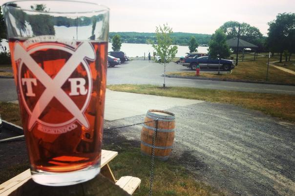 twisted-rail-canandaigua-lake-beer-glass
