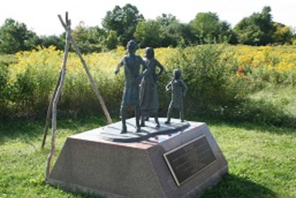 ganondagan-statue