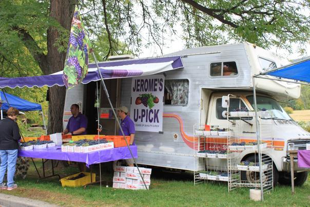 naples-grape-festival-people-jeromes-u-pick-rv
