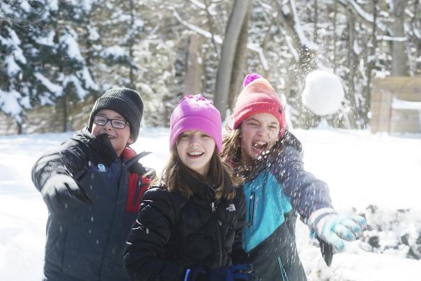 ontario-county-kids-snow-ball-fight