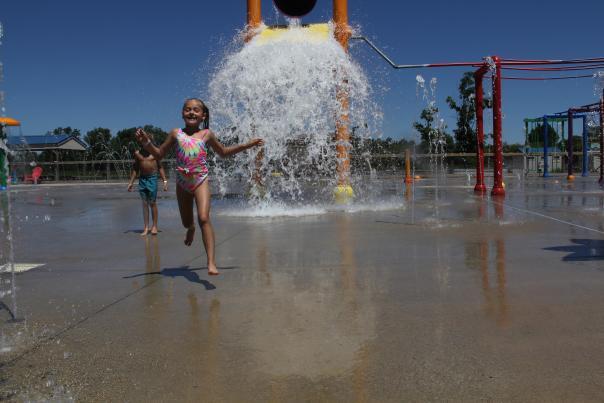 Children at Lake Callis Splash Pad