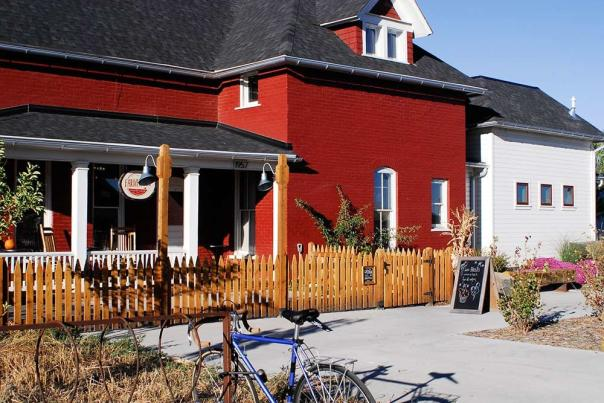 The-Farmhouse-Front-1000x669