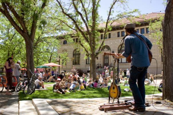 live-music-oak-street-plaza-e1448388463860-620x414