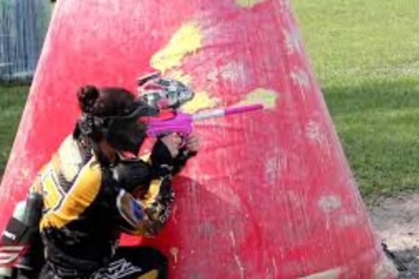 Girl paintballing-Laotta Indiana