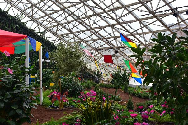 Mary Poppins Botanical Conservatory Garden Exhibit - Fort Wayne