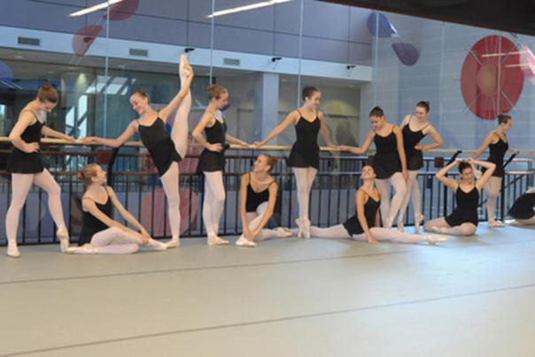 Fort Wayne Ballet dancers