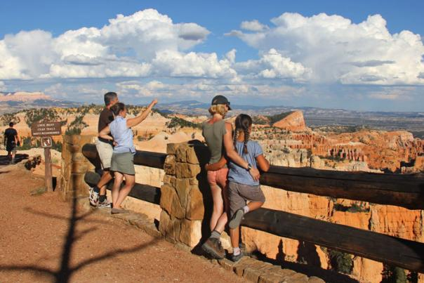 0841-Bryce-Canyon-Viewers