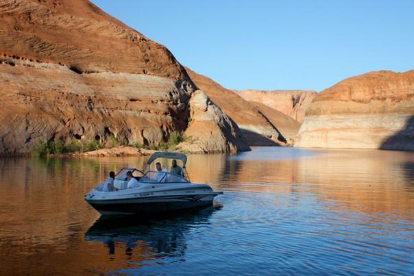 1404-A-lake-powell-boat