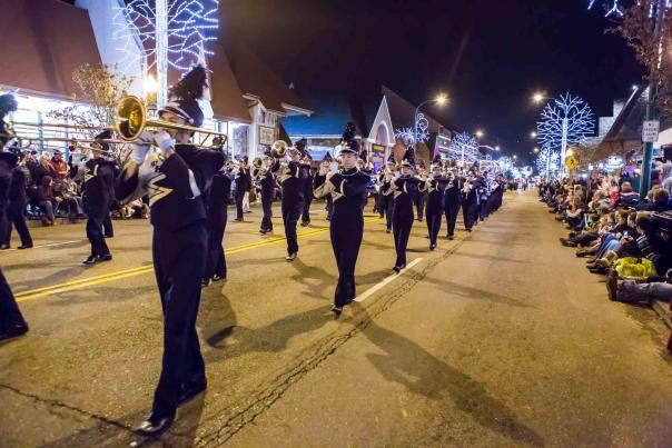 gatlinburg-fantasy-of-lights-parade-2014