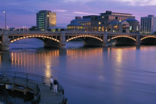 lg_lighted-bridge-over-grand-river-photo-by-brian-kelly-475x380
