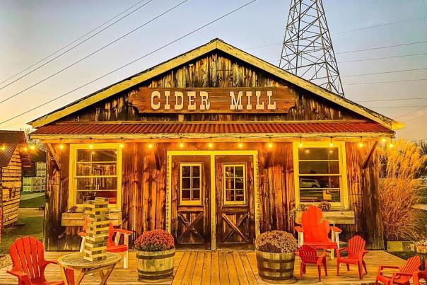 UGC - Seasonal - Fall - Family Fun - Farms + Orchards - Bayne's Apple Valley Farm