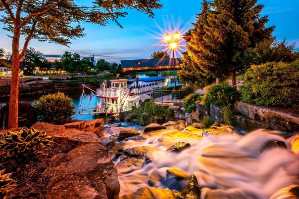 UGC - Outdoors - Attractions - Waterfront - Bavarian Belle Riverboat