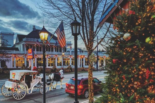 UGC - Seasonal - Winter - Holidays - Downtowns + Streetscapes - Carriage Company - Frankenmuth
