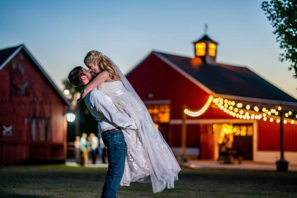 Avon Wedding Barn (Courtesy of Nate Crouch Photography)