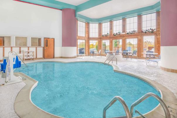 Hotels With Indoor Pools in Hendricks County, Indiana