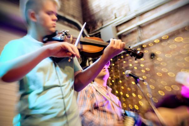 Fiddle/Violin Musician