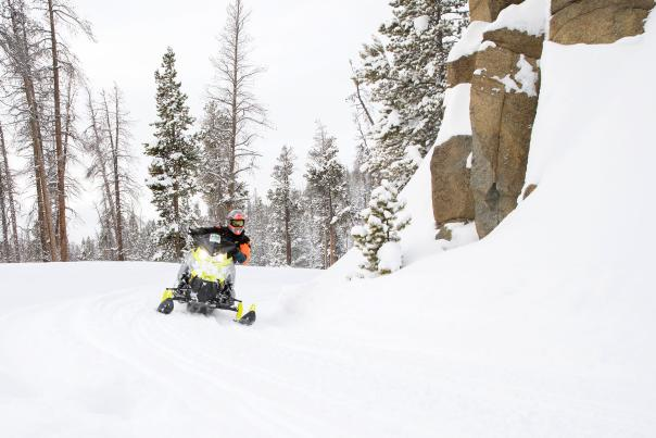 snowmobiling-guide-wyoming-2