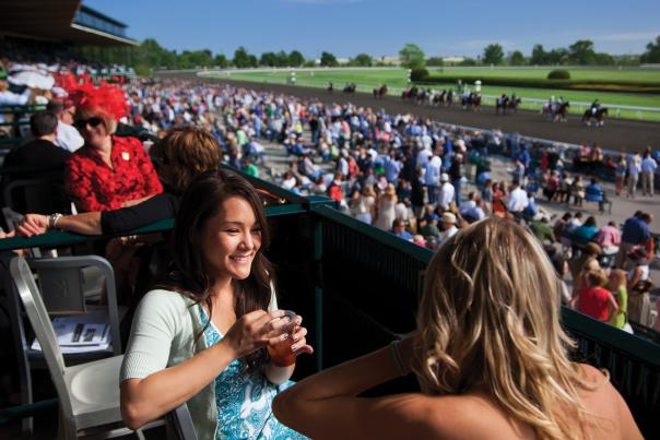 Sunny-Day-in-the-Stands-at-Keeneland