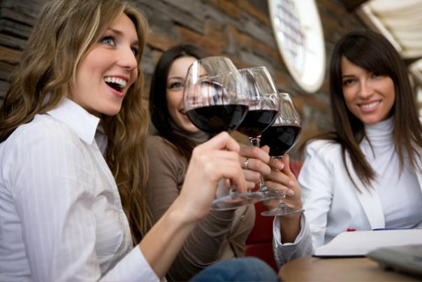 Women-winetasting-party