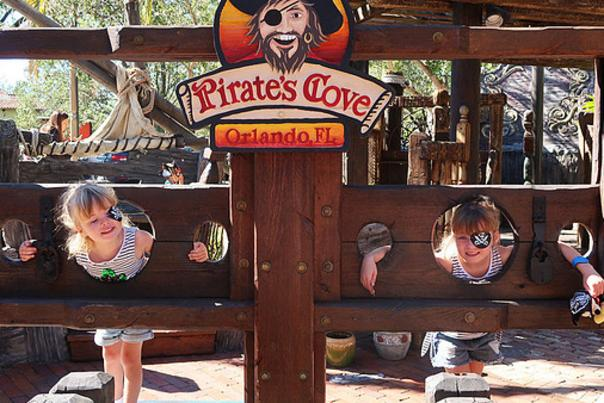Influencer Katie Ellison and her family at Pirate's Cove miniature golf