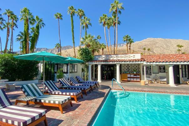 Villa Royal - Cabana poolside