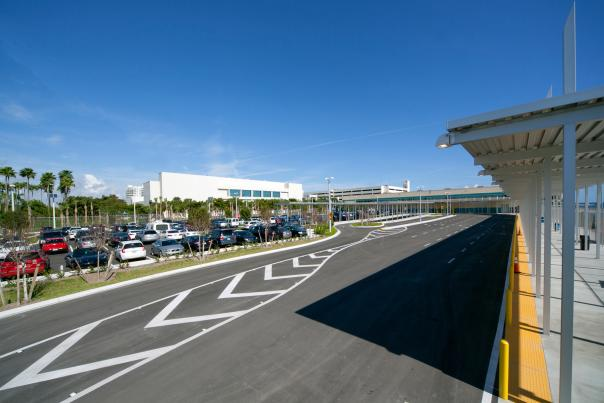 Exterior view of Cruise Terminal 4 transportation area