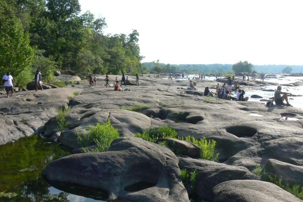 People_on_rocks_of_Belle_Isle,_James_River,_Richmond,_Virginia