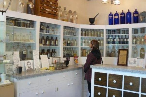 janet_perusing_the_shelves_at_the_pharmacy_museum