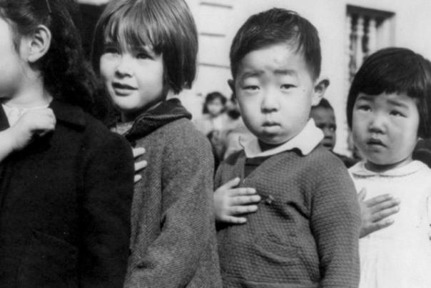 japaneseamericanschildrenpledgingallegiance1942_large_1_