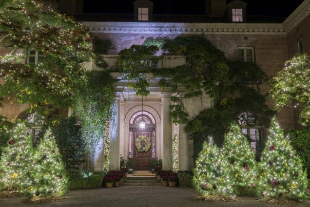 Christmas-during-Holidays-at-Filoli-by-Drew-Altizer-Photography