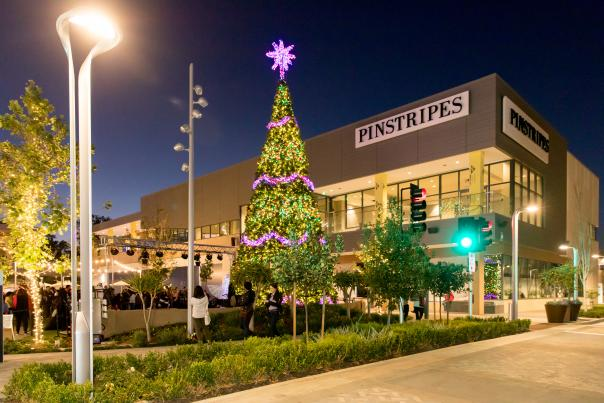 Holiday_Shopping_At_Hillsdale_Shopping_Center_in_SanMateo