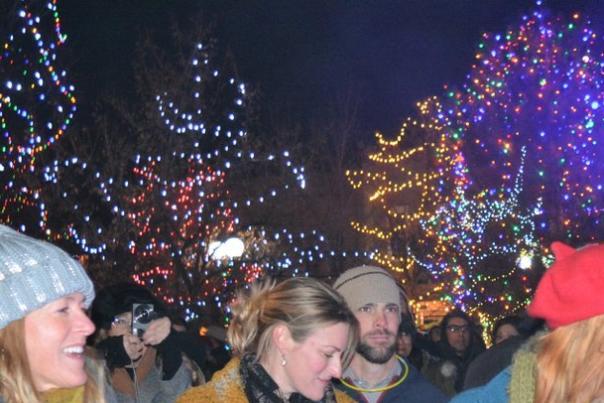 Plaza_Holiday_Lighting